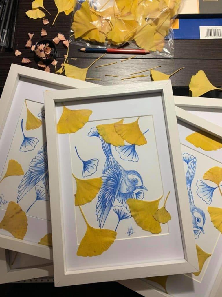 print oiseau bleu et feuilles de ginkgo encadrés