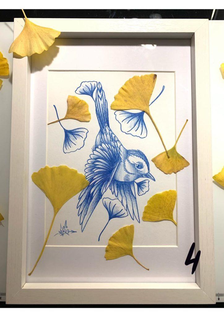 print oiseau bleu et feuille de ginkgo encadré